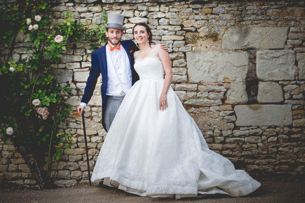 au donjon de saint cassien, de beaux mariés posent pour jules images